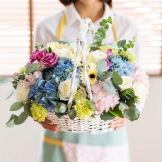 กระเช้าดอกไม้รวมหลากสีสัน