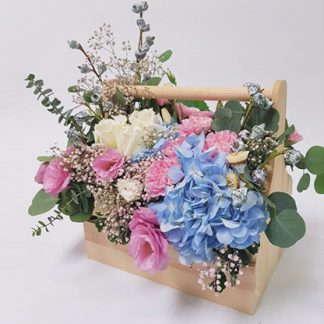 กระเช้าดอกไม้ โทนสีฟ้าและชมพู
