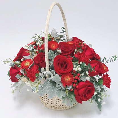 กระเช้าดอกไม้ ดอกกุหลาบโทนสีแดง