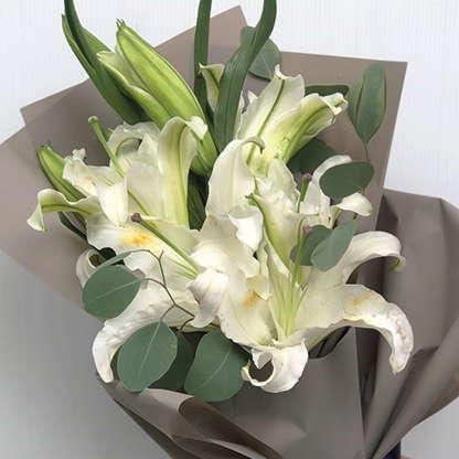 ช่อดอกไม้วาเลนไทน์ - ดอกลิลลี่สีขาว