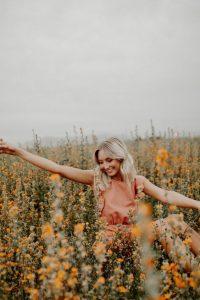 ท่าโพสคู่กับทุ่งดอกไม้ 4