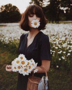 ท่าโพสคู่กับทุ่งดอกไม้ 9