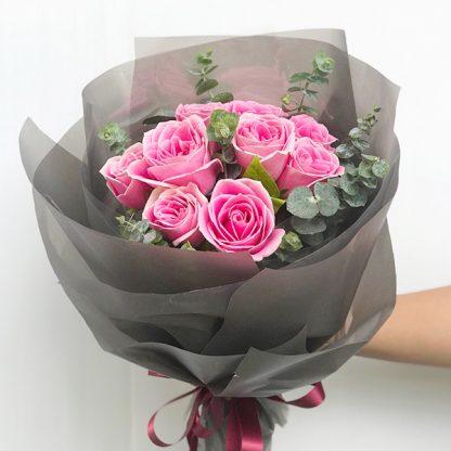 ดอกกุหลาบสีชมพูู 10 ดอก ห่อด้วยกระดาษสีเทา สวยลึกลับแต่มีเสน่ห์