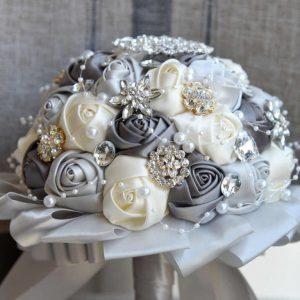 ช่อดอกกุหลาบประดิษฐ์สีเทา