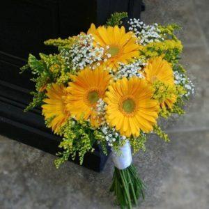 ช่อดอกเยอบีร่าสีเหลือง