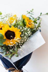 ช่อดอกทานตะวันสีเหลือง